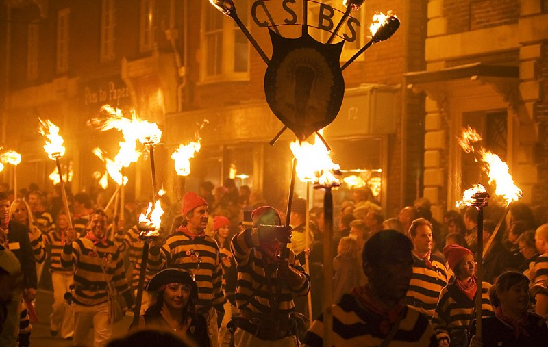 Lewes_Bonfire,_Commercial_Square_Bonfire_Society