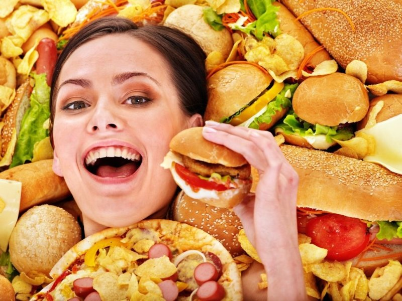 1448886908_woman-surrounded-junk-food-1030x772