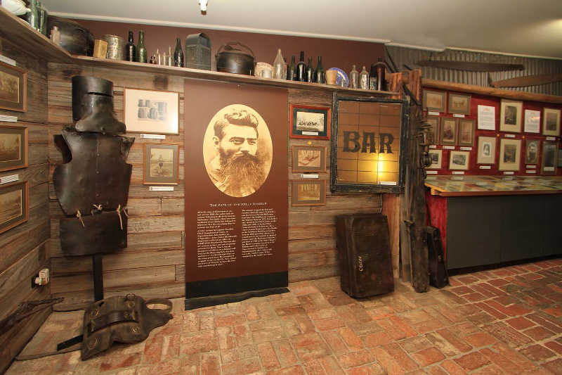 kates-cottage-kelly-museum-armour-bar