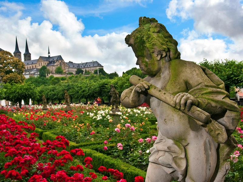 rose_garden__new_palace__near_bamberg_cathedral__germany