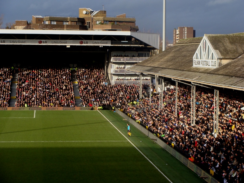 Craven_Cottage_stands_2009_Fulham_v_Spurs