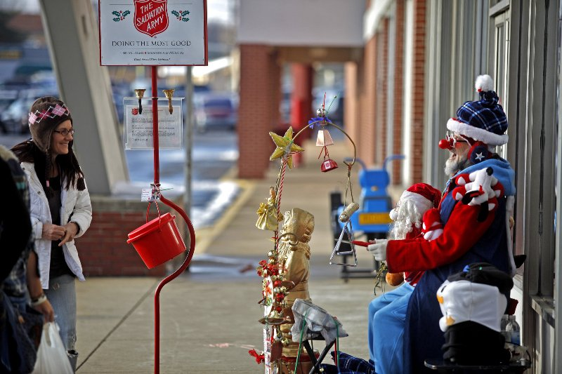 salvation-army-red-kettle-volunteers-59d7536bfab219ce